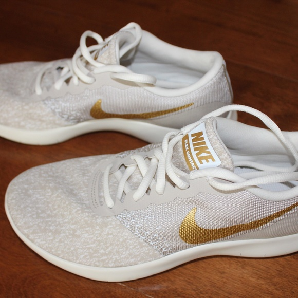 NWOT Nike Flex contact Gold S 9 Brand New
